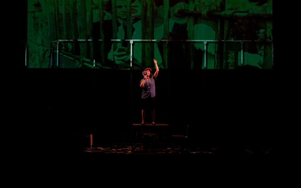 María Vázquez actuando en Fariña