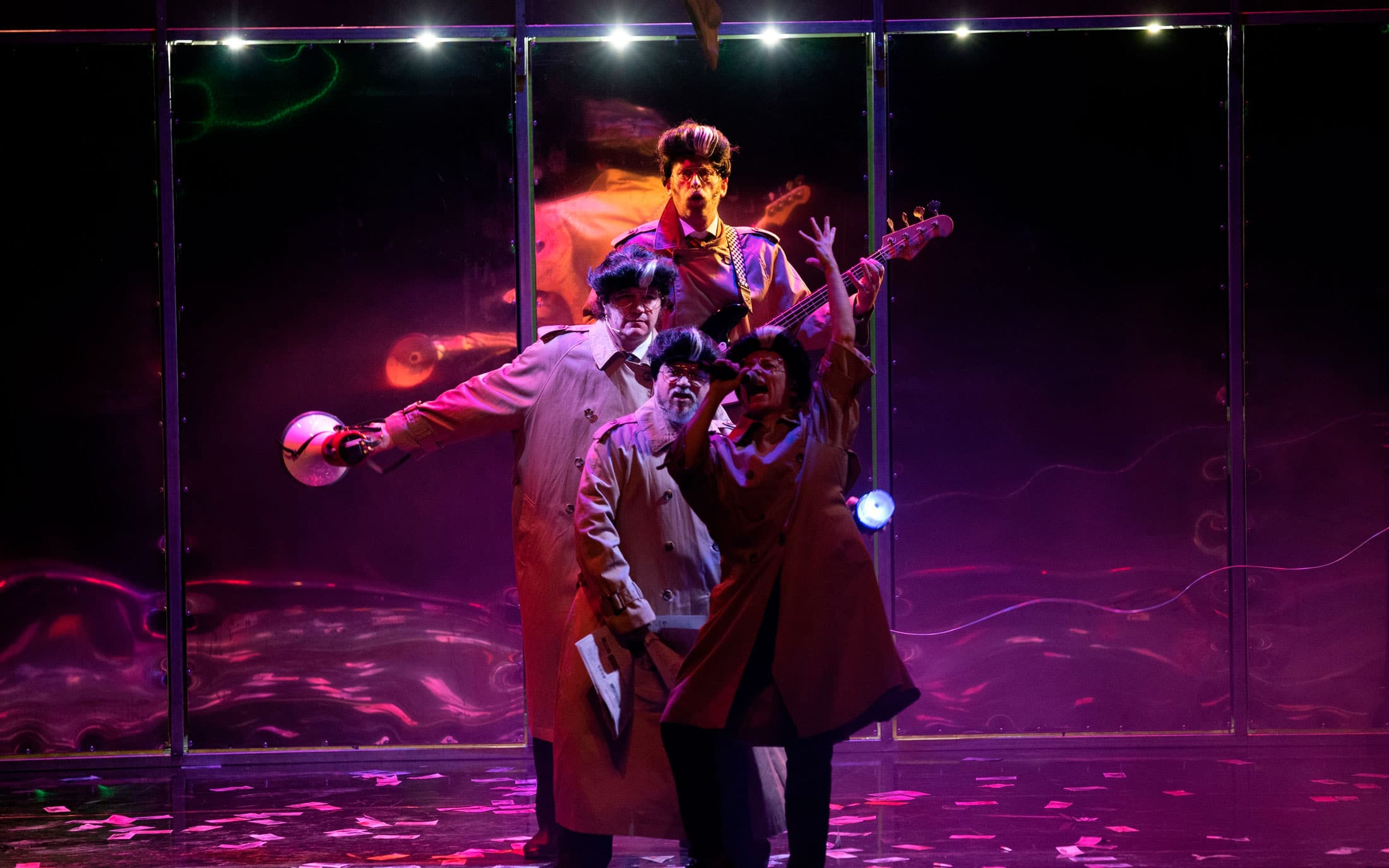 Actores de Fariña cantando