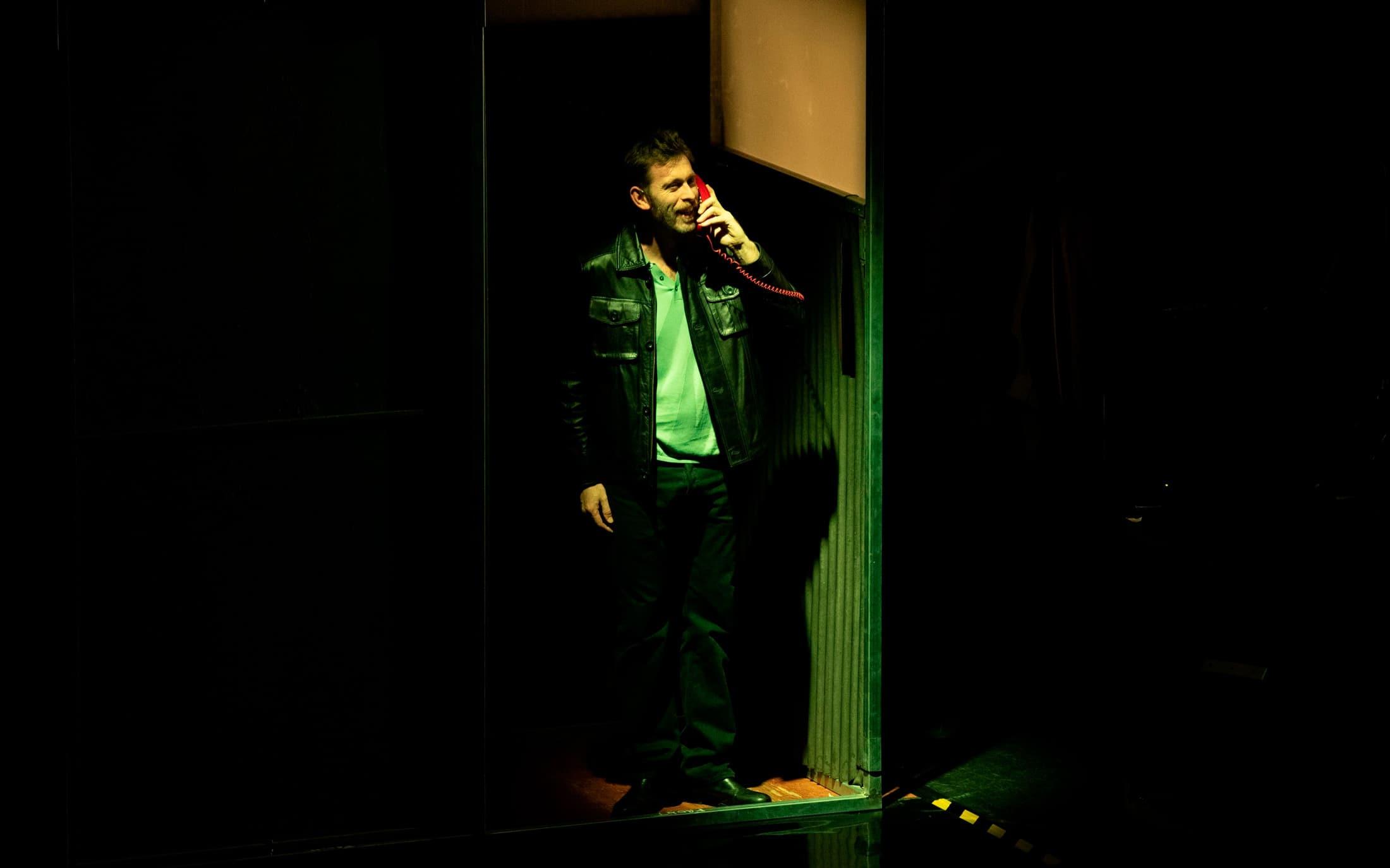 Sergio Zearreta actuando en Fariña