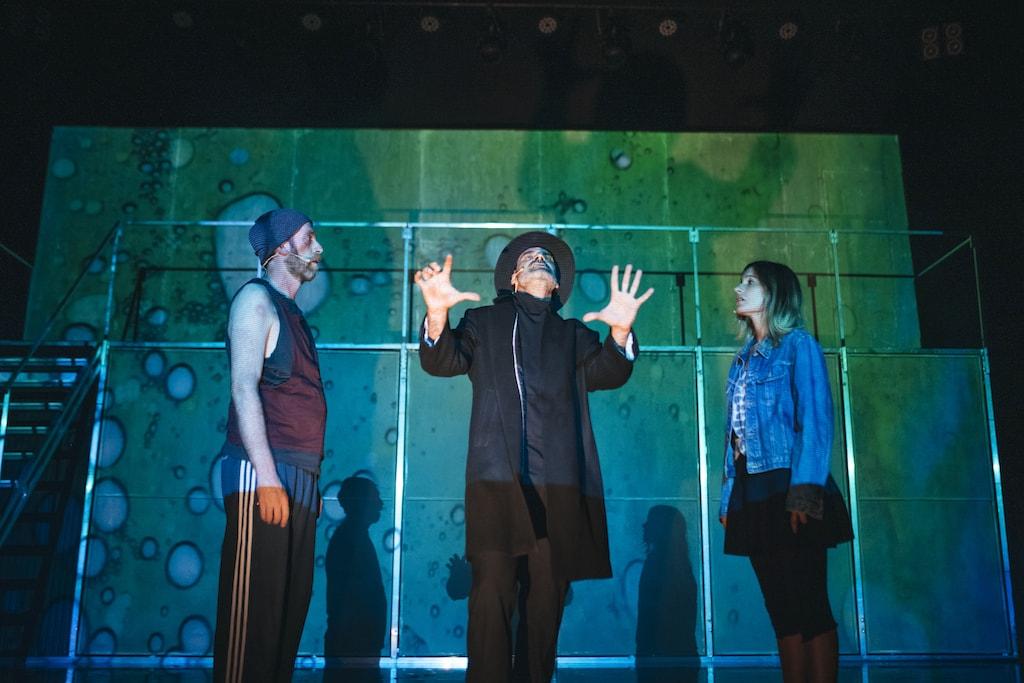 Sergio Zearreta, Oswaldo Digón y Graciela Carlos en el escenario